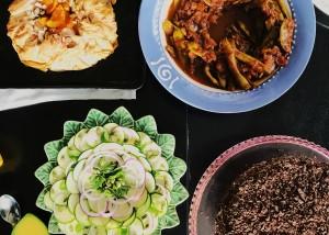 Image of Dorothy Calimeris' Greek vegan menu. Photo by Doblados.